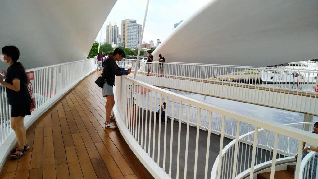 高雄大港橋二樓